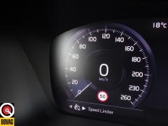 Volvo-XC40-35