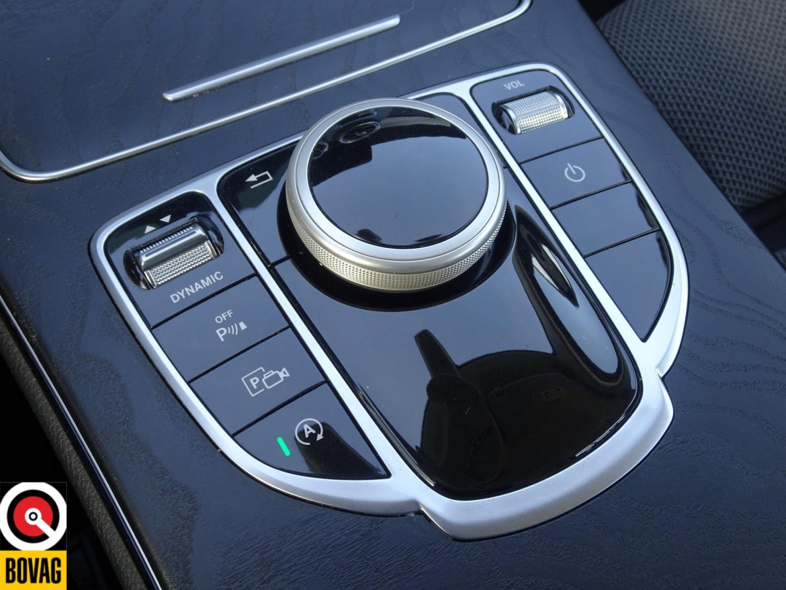 Mercedes-Benz-C-Klasse-26