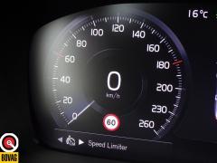 Volvo-XC40-41