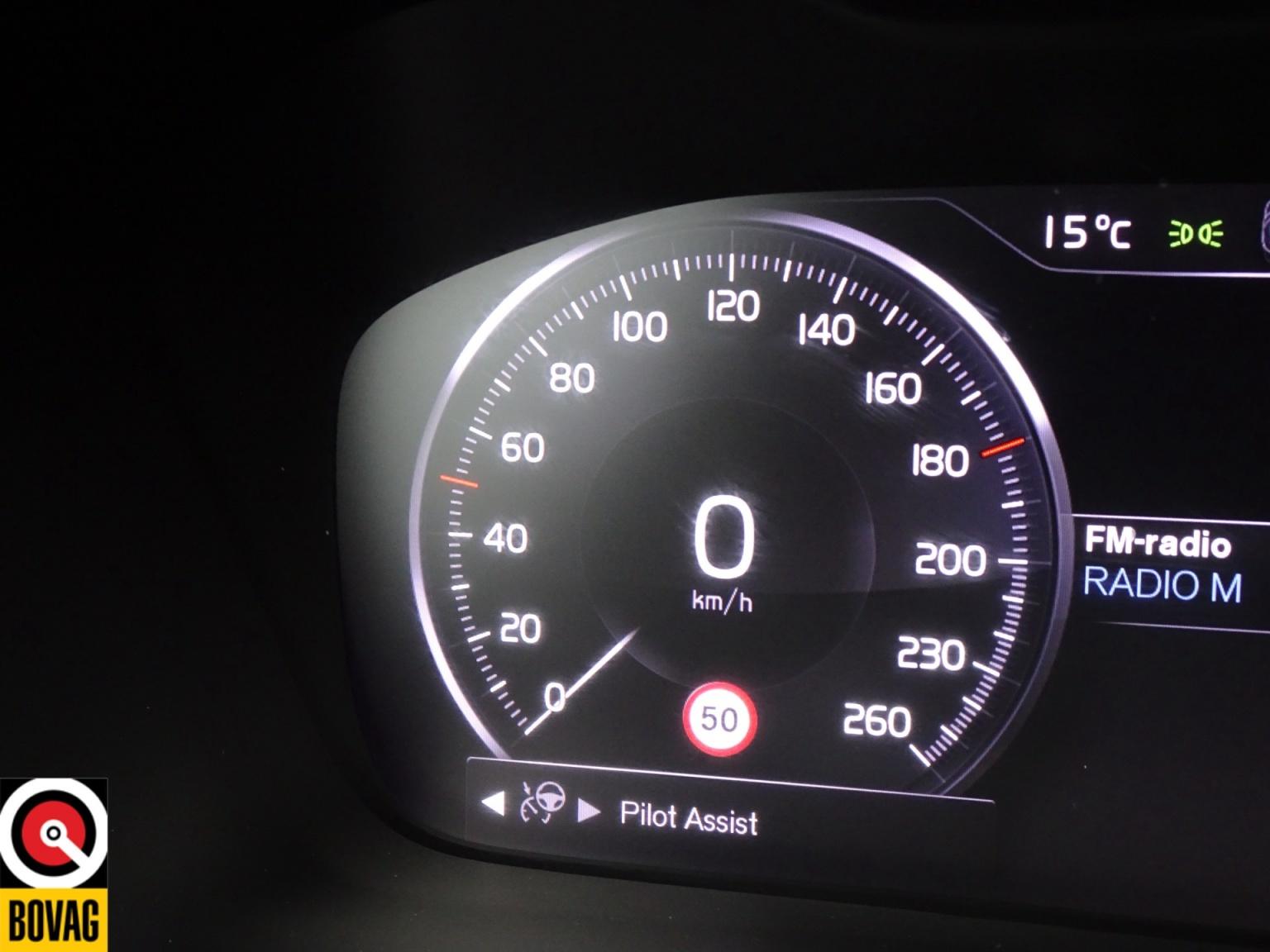 Volvo-XC40-40